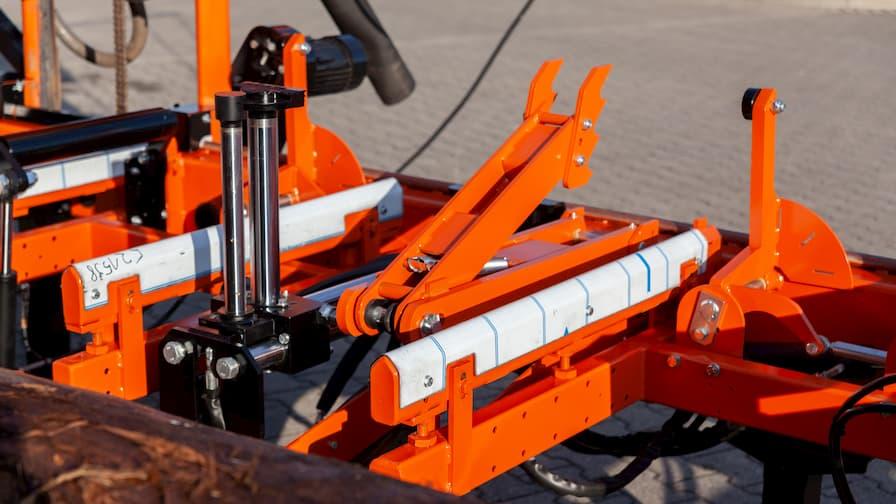 LT40WIDE - łoże z układem hydraulicznym pozwalającym na łatwe manewrowanie ciężkimi kłodami