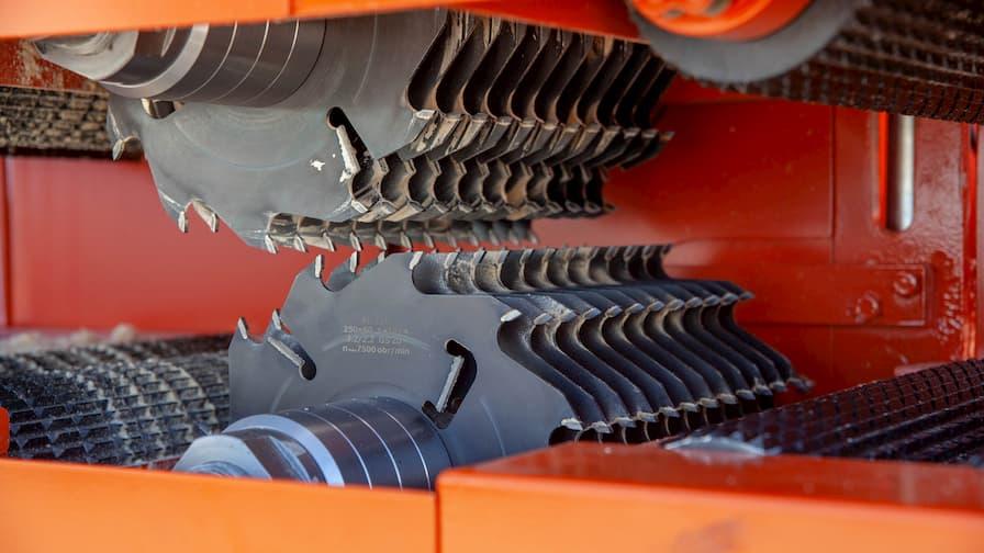 Wielopiła dwuwałowa MR200 - pokazane dwa wały z zamontowanymi piłami tnącymi