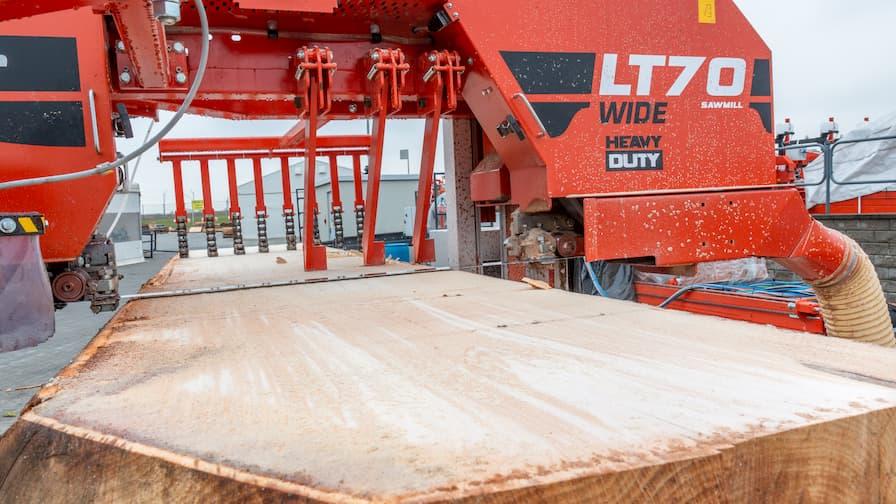 Sawing head from LT70WIDE on HEAVY DUTY sawmill