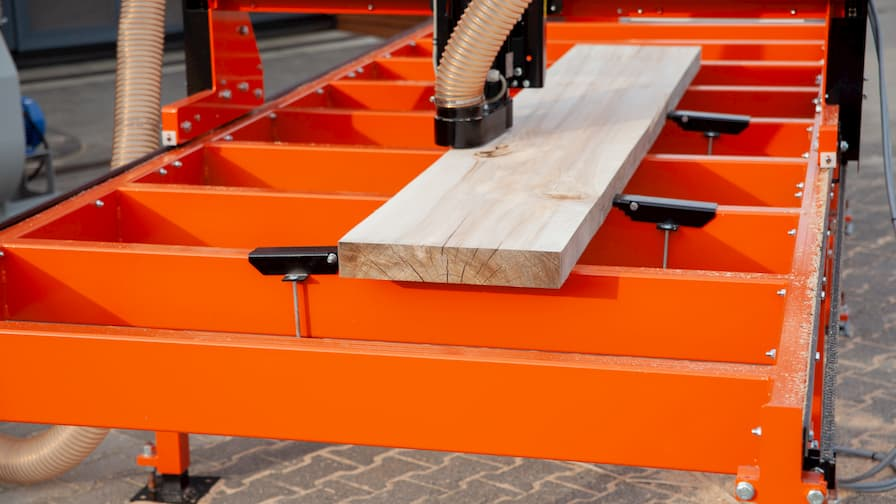 Slab Flattener Wood-Mizer MB200 SlabMizer solid work table with clamps