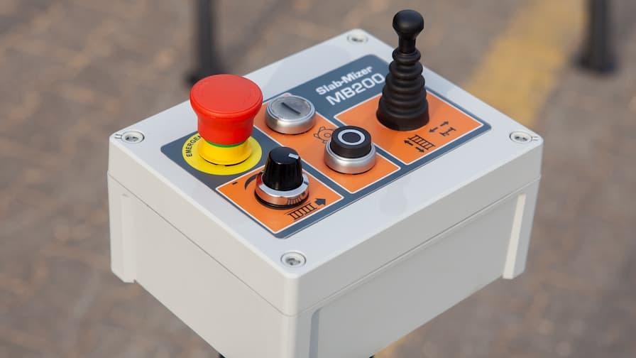 Slab Flattener Wood-Mizer MB200 SlabMizer control unit with joystick